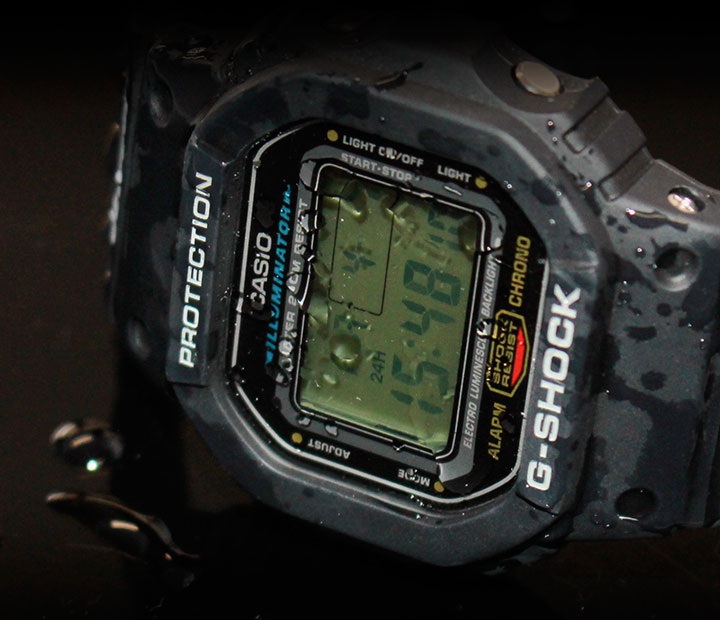 G-SHOCK DW-5600E-1V スピードモデル 水をかぶっている
