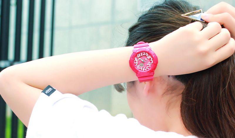 BABY-G着用ネオンカラーピンク
