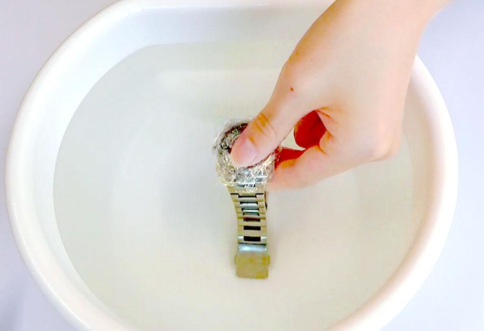 ぬるま湯に入れる
