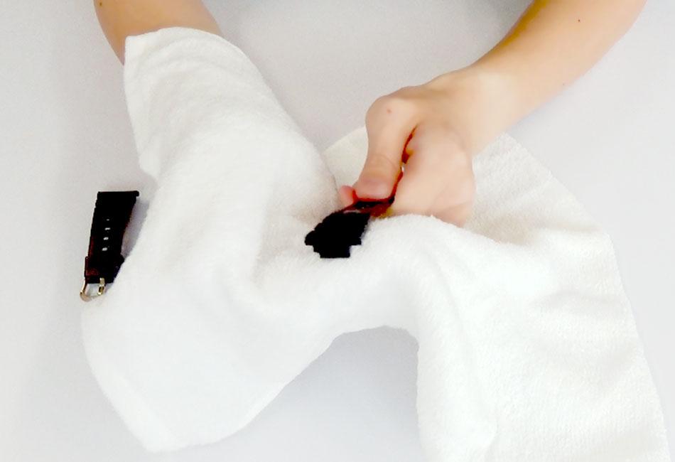 タオルで拭き取る